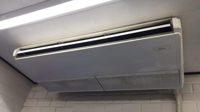 柳川市の老舗うなぎ屋さんの厨房天吊り1方向業務用エアコン洗浄