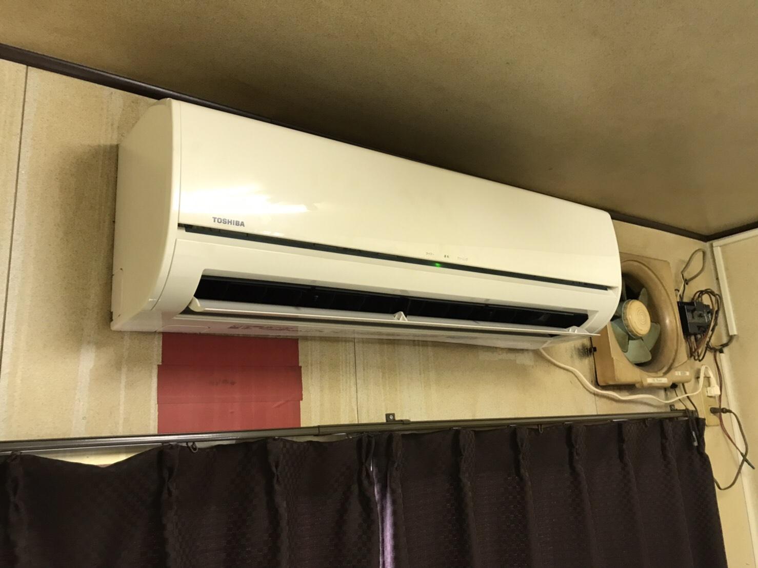 八女市S鐵工所従業員休憩室エアコン清掃