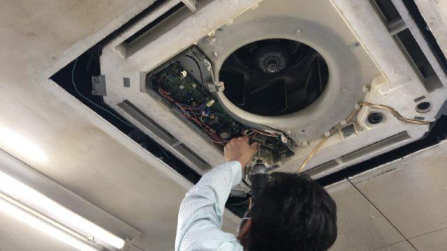 天井埋め込み型エアコン分解清掃
