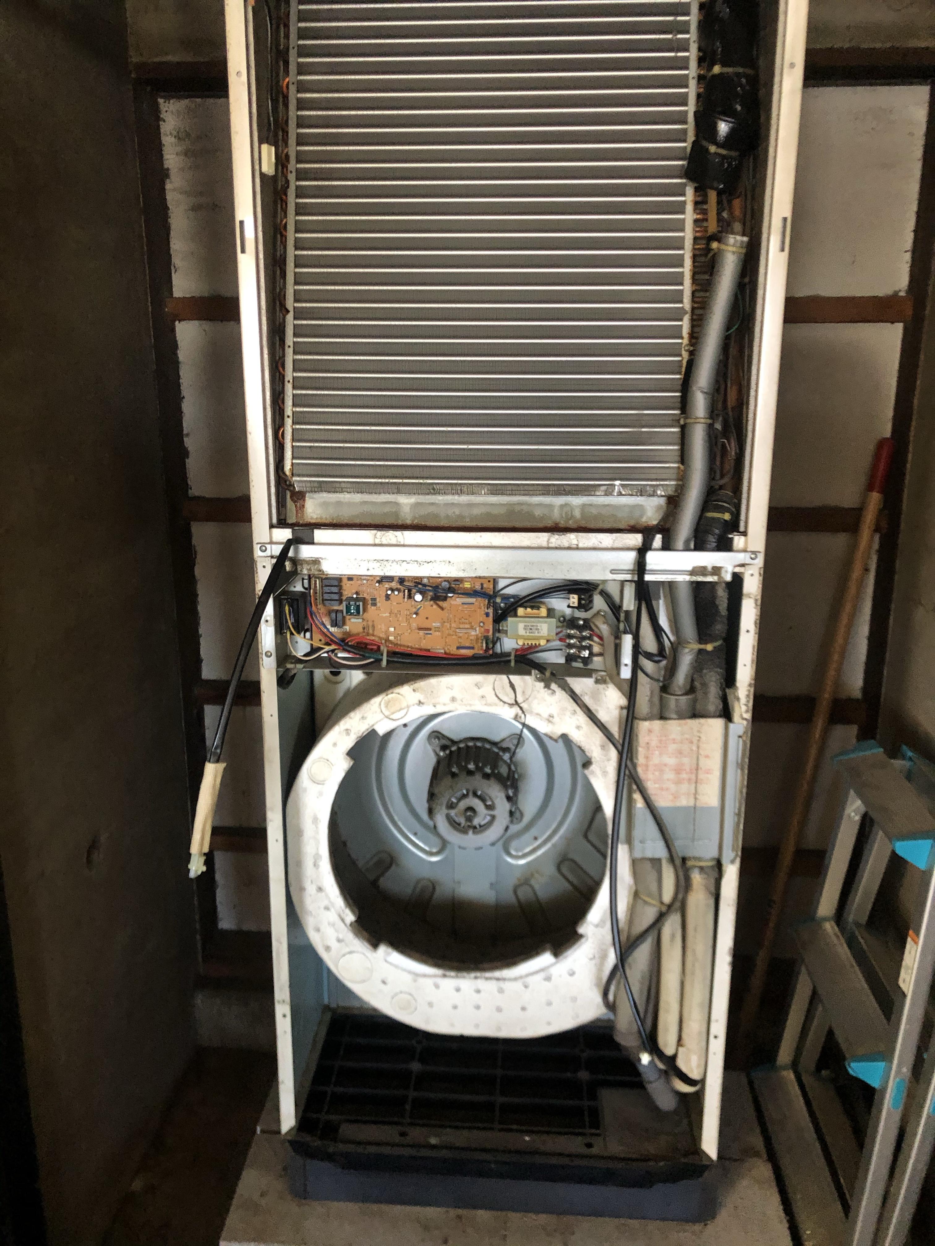 佐賀市Kラーメン屋さん置き型業務用エアコン洗浄